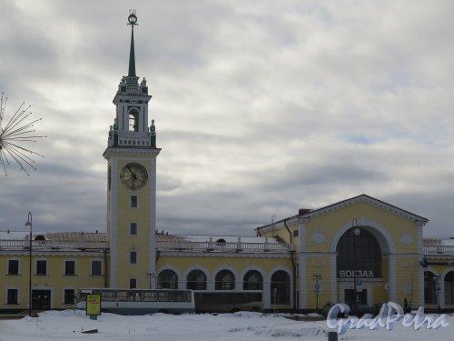 Привокзальная пл. (Волхов), д. 1. Центральная часть вокзала. фото февраль 2016 г.