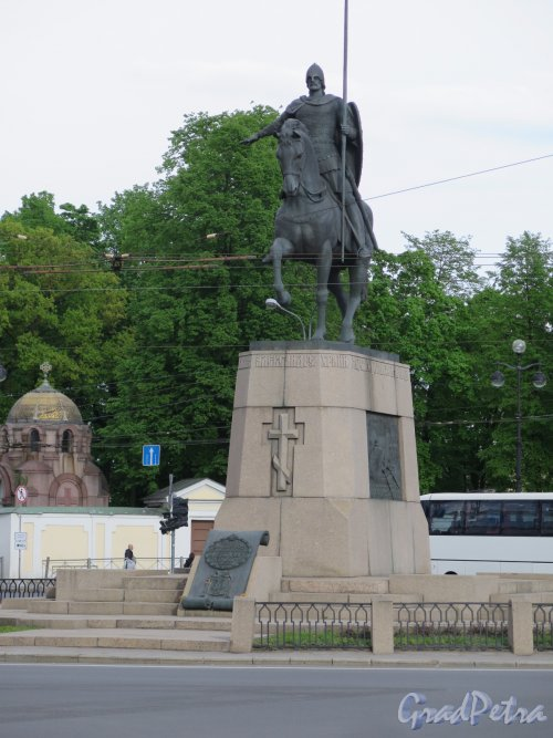 Памятник Александру Невскому на пл. Александра Невского. Вид спереди. фото май 2016 г.