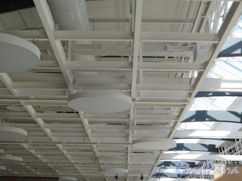 Исаакиевская пл., д. 1. Выставочный зал «Манеж». Решение потолка. фото июль 2016 г.