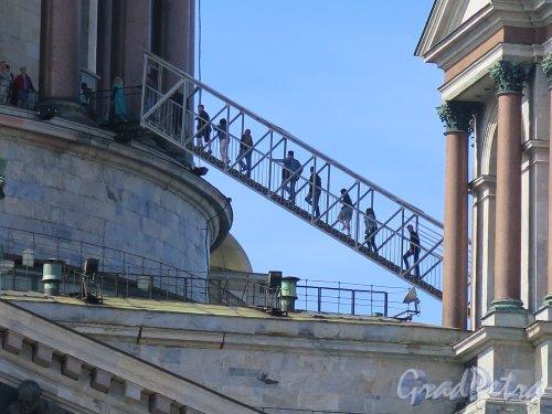 Исаакиевская пл., д. 4. Исаакиевский собор. Вид открытой лестницы на смотровую площадку. фото июль 2016 г.