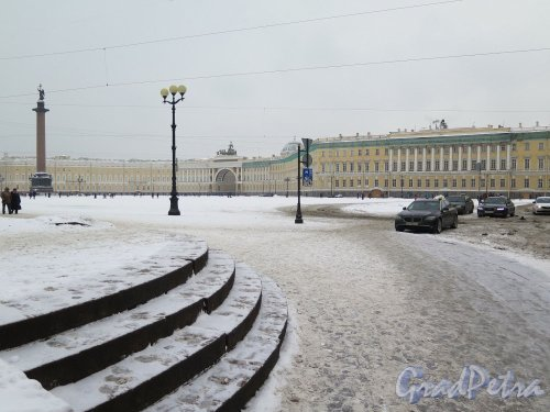 Дворцовая пл. Вид площади со стороны Дворцового проезда. фото февраль 2018 г.