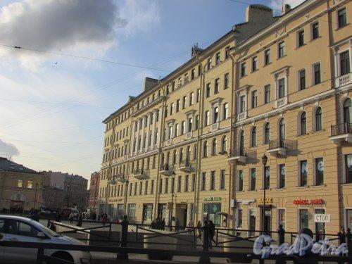 Сенная площадь, дом 13. Фасад со стороны Сенной площади. Фото 28 октября 2019 года.
