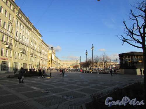 Вид северной части Сенной площади без торговых павильонов. Фото 28 октября 2019 года.