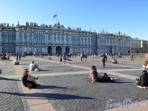 Дворцовая пл. Общий вид площади. фото май 2018 г.