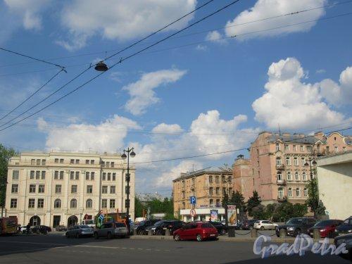 Греческая площадь. Общий вид от перекрестка Ул. Жуковского и Литейного пр. фото май 2018 г.