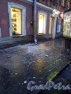 Владимирский проспект, дом 1. Обрушение штукатурки с карниза здания 10 февраля 2014 года.