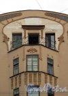 Вознесенский пр., д. 18. Доходный дом Е. М. Орлова. Фрагмент фасада. Фото июль 2011 г.