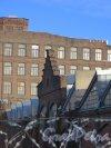 Московский пр., дом 115. лит. Р. Шпиц в центре фасада со стороны внутреннего двора и корпуса «литера В». Фото 11 марта 2014 года.