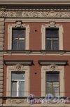 Загородный пр., дом 39. Фрагмент верхней части фасада здания. Фото 19 марта 2014 года.