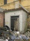 Лермонтовский пр., дом 57-59, лит. Д. Сторожка при входе. Фото 12 марта 2014 года.