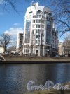 Петровский пр., д. 1. Жилой комплекс. Вид со стороныждановской наб. Фото апрель 2014 г.