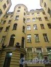 Невский проспект, дом 65. Лицевой флигель со стороны двора. Фото 22 октября 2014 года.
