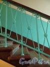 Проспект Стачек, дом 28, литера А. Решетка лестницы в третьем подъезде. Фото 29 ноября 2014 года.