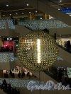 Лиговский проспект, дом 30. ТРЦ «Галерея». Световой шар. Фото 7 января 2011 года.