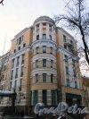 Суворовский проспект, дом 32, литера В. Угловая часть здания со стороны Госпитальной улицы. Фото 24 ноября 2014 года.