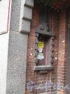 Г. Выборг, Ленинградский пр., 10. Торгово-офисное здание. Оформление ниши в подворотне. Фото июнь 2014 г.
