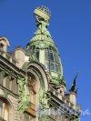 Невский проспект, дом 28, литера А. Дом акционерного общества «Зингер и К°». Железостеклянная угловая башня, увенчанная глобусом. Фото 25 марта 2015 года.