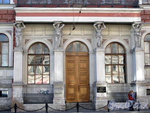 Литейный пр., д. 39. Здание департамента уделов. Центральная часть фасада. Фото август 2010 г.