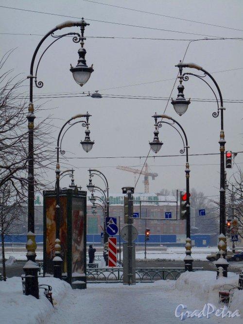 пр. Чернышевского.  Бульвар проспекта с видом на Неву зимой. Фото январь 2011 г.