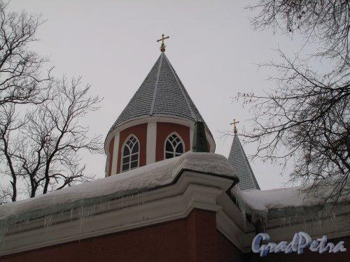 Каменноостровский пр., д. 83. Церковь Рождества Иоанна Предтечи. Фрагмент фасада. Фото март 2011 г.