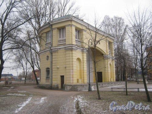 Пр. Стачек, дом 20, литера В. Вид здания сбоку. Фото февраль 2014 г.