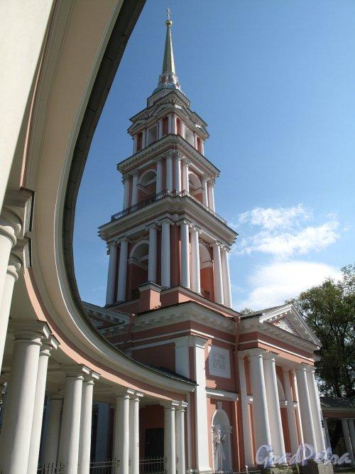 Лиговский пр., дом 128. Крестовоздвиженский казачий собор. Колокольня с колоннадой. Фото май 2011 г.