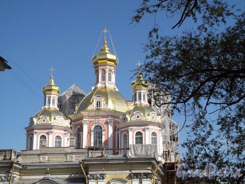 Лиговский пр., дом 128. Крестовоздвиженский казачий собор. Фрагмент фасада. Фото май 2011 г.