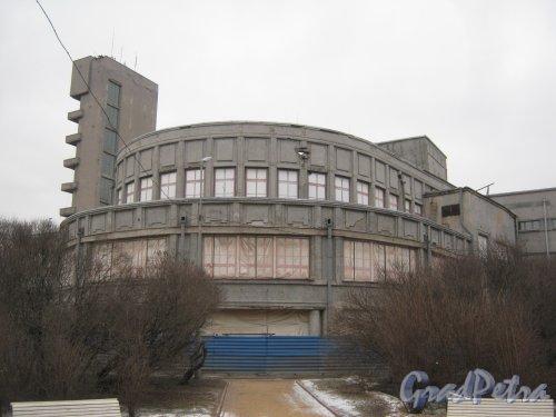 Пр. Стачек, дом 18. Фрагмент здания. Фото февраль 2014 г.