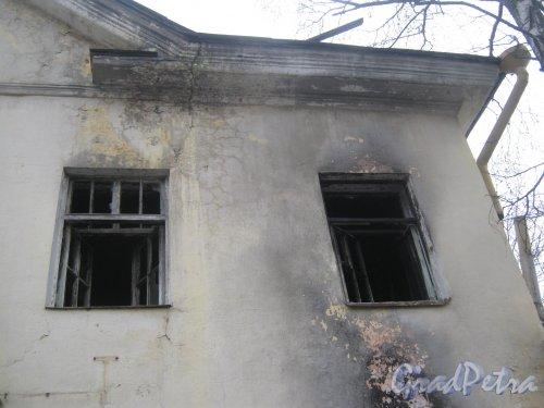 Пр. Ветеранов, дом 141, корпус 2. Фрагмент фасада здания. Фото февраль 2014 г.