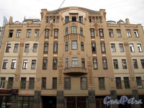 Вознесенский пр., д. 18.  Доходный дом Е. М. Орлова. Общий вид фасада. Фото июль 2011 г.