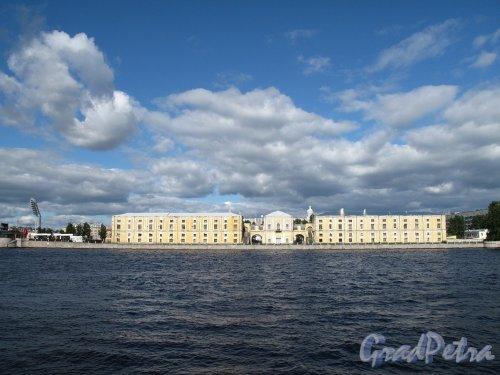 Тучков буян (Дворец Бирона) Общий вид с наб. Макарова. Фото сентябрь 2011 г.