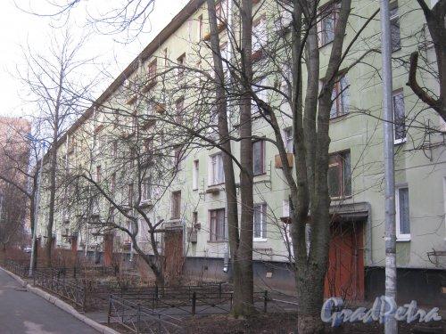 Ленинский пр., дом 121, корпус 4. Вид со стороны парадных. Фото 24 февраля 2014 г.