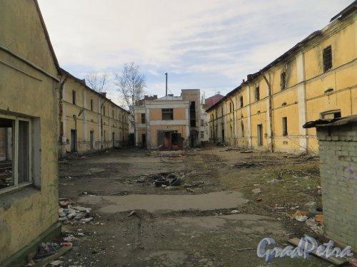Лермонтовский пр., дом 57-59. Общий вид участка со стороны Лермонтовского проспекта. Фото 12 марта 2014 года.