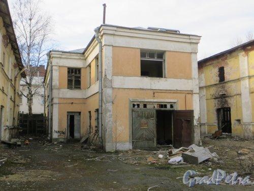 Лермонтовский пр., дом 57-59, лит. В. Общий вид корпуса. Фото 12 марта 2014 года.