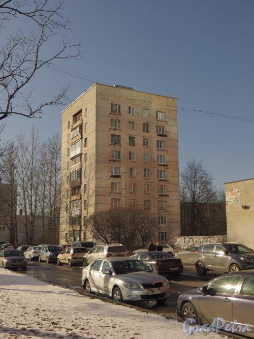 Московский пр., дом 158, корпус 1. Общий вид жилого дома. Фото 17 марта 2014 года.