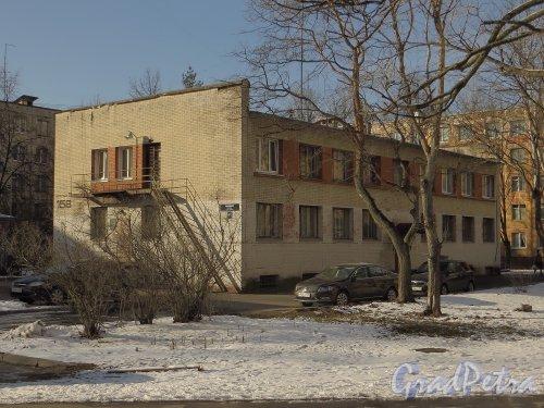 Московский пр., дом 158, корпус 2. Общий вид здания. Фото 17 марта 2014 года.