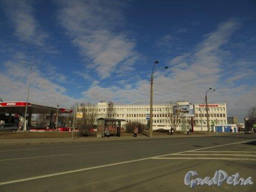 проспект КИМа, дом 19, литера А. Общий вид здания. Фото 29 марта 2014 года.