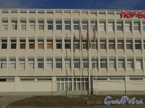 проспект КИМа, дом 19, литера А. Фрагмент фасада здания. Фото 29 марта 2014 года.