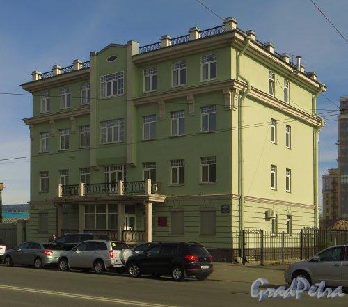 Малый проспект, В.О., дом 64, корп. 2. Общий вид здания. Фото 30 апреля 2014 года.