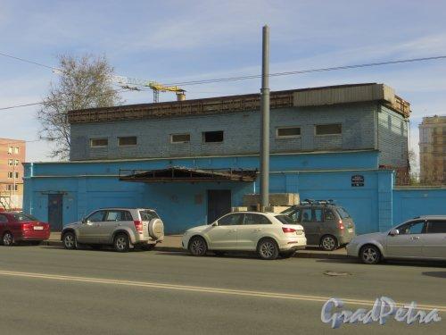 Малый проспект, В.О., дом 64, лит. А. Общий вид здания. Фото 30 апреля 2014 года.