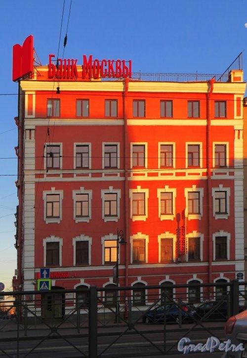Лиговский проспект, дом 108, литера А. Фасад здания банка «Банк Москвы». Фасад по Лиговскому проспекту. Фото 10 апреля 2014 года.
