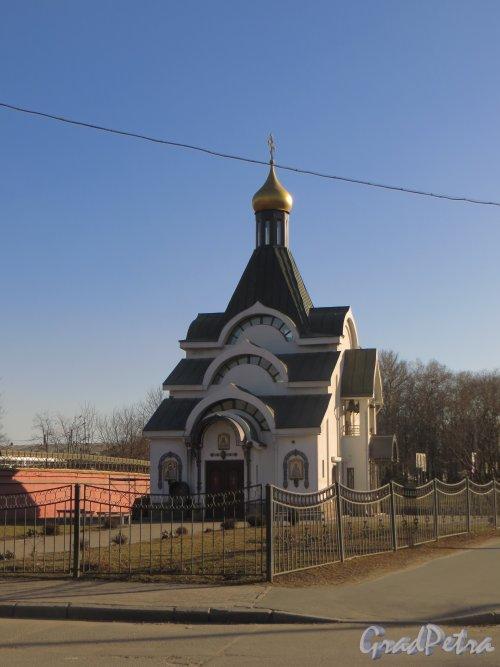 Церковь Казанской иконы Божией Матери при Красненьком кладбище. Фото 9 апреля 2014 года.