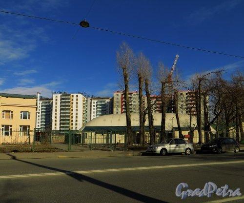 проспект КИМа, дом 1, литера З. Общий вид здания. Фото 29 марта 2014 года.