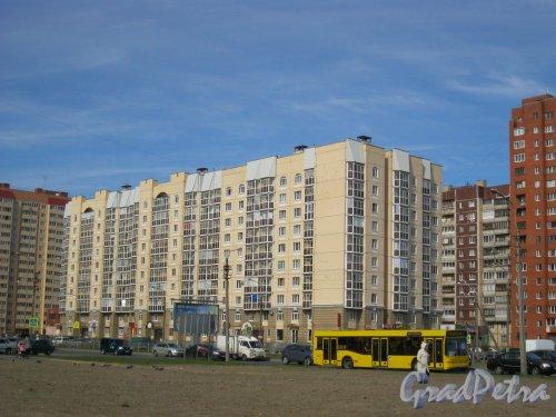 Пр. Королёва, дом 39, корпус 1. Общий вид с Долгоозёрной ул. Фото 25 апреля 2014 г.