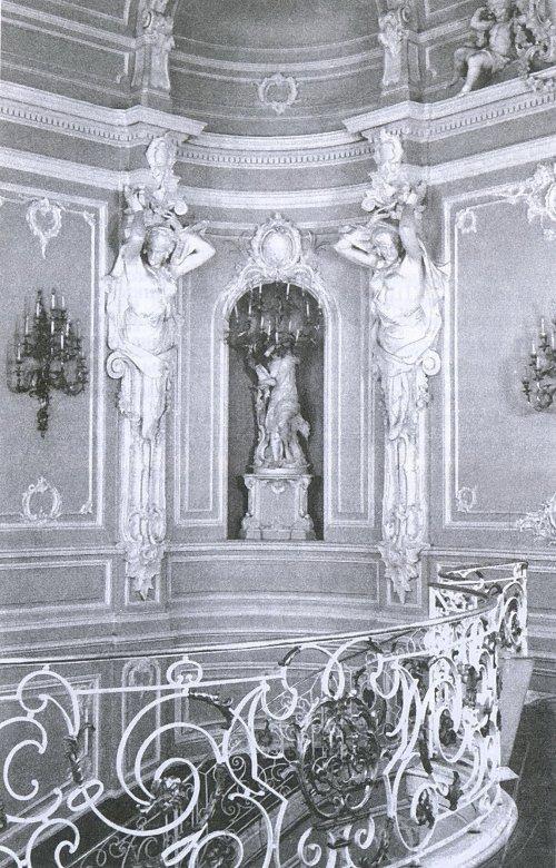 Невский пр., д. 41. Дворец Белосельских-Белозерских. Верхняя часть парадной лестницы после реконструкции 1954 года. Фото из книги «Невский проспект. Дом за домом».