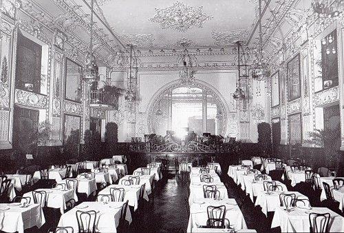 В ресторане «Палкинъ». Фото начала XX в. (из книги «Невский проспект. Дом за домом»).