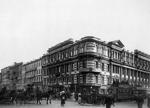 Здание гостиницы А. М. Ушакова. Фото К. Буллы (начало XX века)