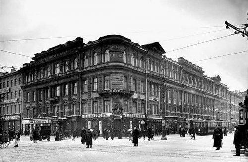 Здание гостиницы А. М. Ушакова. Фото начала XX века.