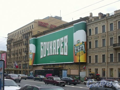 Дома 57 и 55 по Невскому проспекту. Фото июль 2004 г.