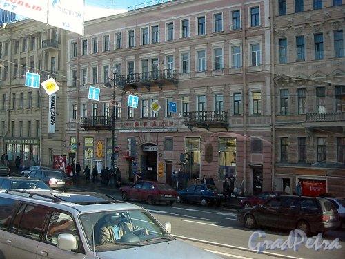 Невский пр., д. 81. Фасад здания. Фото май 2003 г.